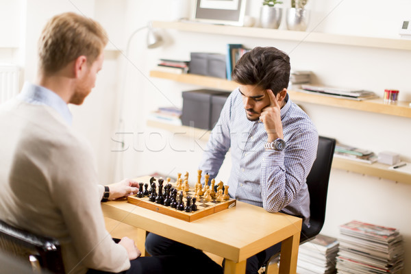 Retrato feliz hombres jugando ajedrez bordo Foto stock © boggy