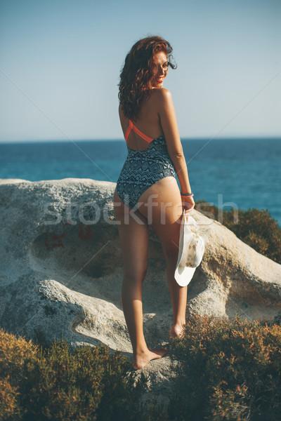 Photo stock: Joli · jeune · femme · séance · rive · mer · ensoleillée