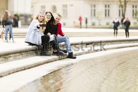 Jóvenes toma Viena Austria calle teléfono Foto stock © boggy