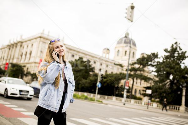 Teléfono móvil calle Viena Austria mujer Foto stock © boggy