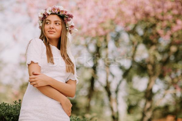 肖像 若い女性 花輪 新鮮な 花 頭 ストックフォト © boggy