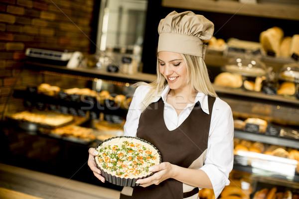хлебобулочные женщины работник позируют пиццы бизнеса Сток-фото © boggy