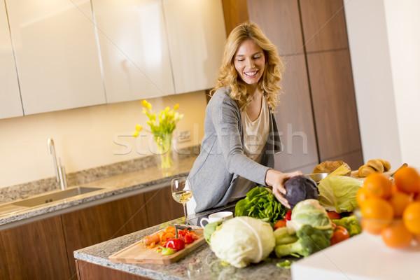 Moderno cucina alimentare donne Foto d'archivio © boggy