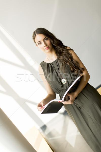 Csinos fiatal nő szoba könyv nő otthon Stock fotó © boggy