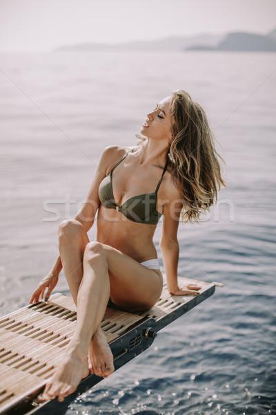 Jovem mulher atraente sessão luxo iate flutuante Foto stock © boggy