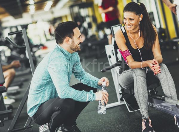 女子 行使 健身房 幫助 私人教練 年輕女子 商業照片 © boggy