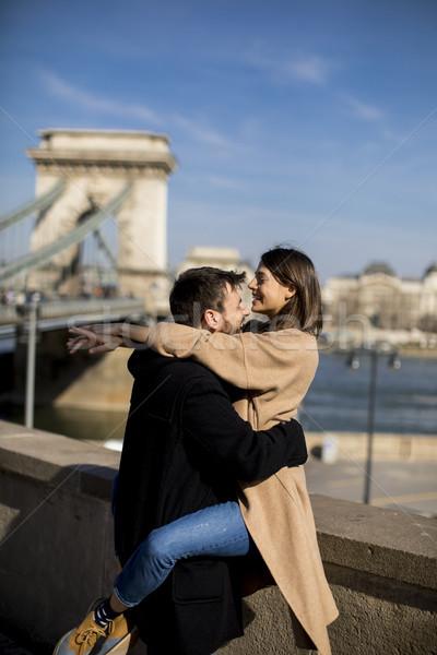 Pár szeretet ölel fenséges tájkép kilátás Stock fotó © boggy