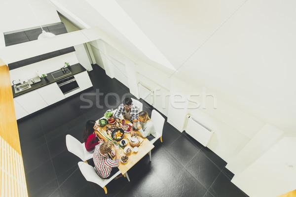 Gençler yemek yemek odası modern ev görmek Stok fotoğraf © boggy