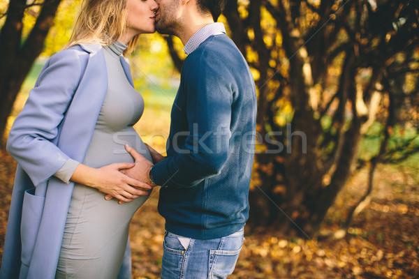 Stockfoto: Gelukkig · paar · najaar · park · zwangere · vrouw · liefhebbend