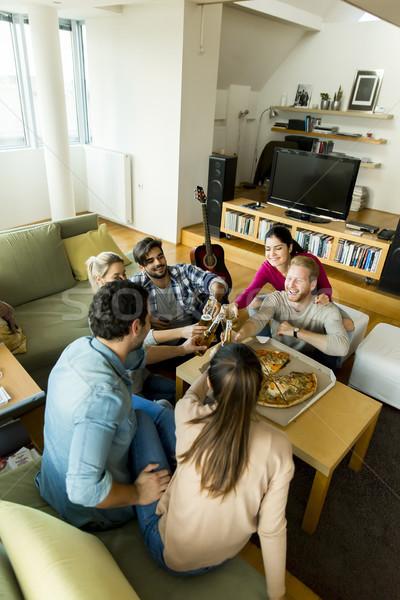 Stockfoto: Vriendschap · leuk · groep · gelukkig · jongeren · eten