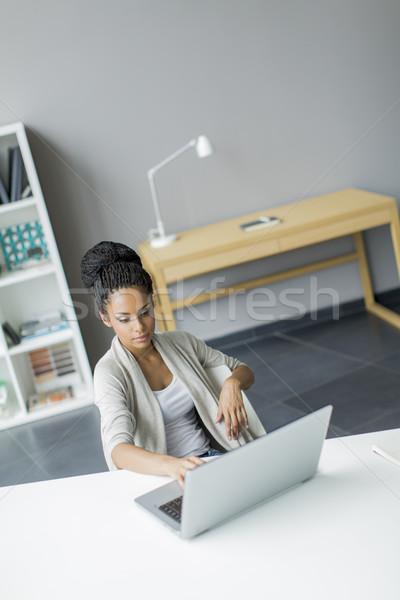 Ufficio computer uomo lavoro bellezza Foto d'archivio © boggy