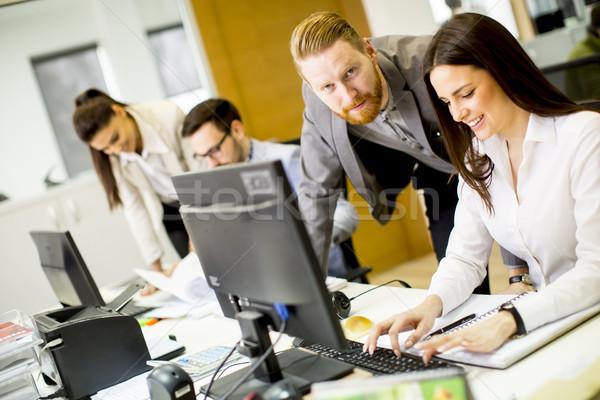 Fiatalok dolgozik iroda csoport üzlet üzletember Stock fotó © boggy