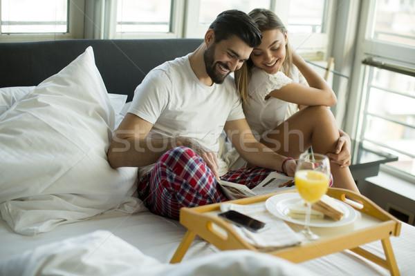 Сток-фото: счастливым · молодые · улыбаясь · пару · романтические · завтрак