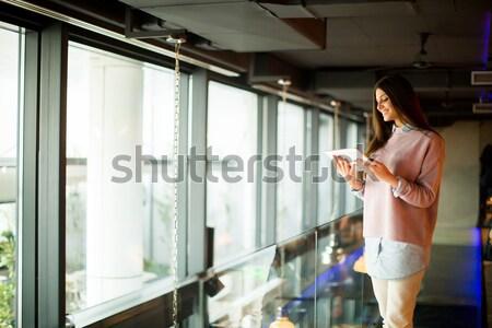 かなり 若い女性 ウィンドウ ルーム 家 ボディ ストックフォト © boggy