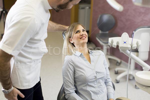 Fogászati kezelés fogorvosi rendelő fiatal nő boldog orvosi Stock fotó © boggy