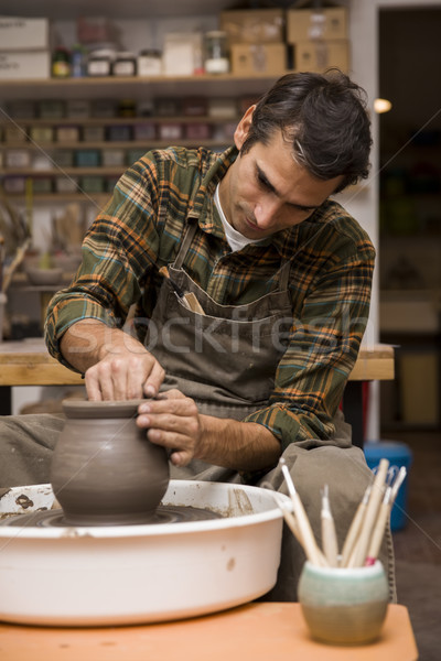 Artiste argile poterie tourner roue atelier Photo stock © boggy