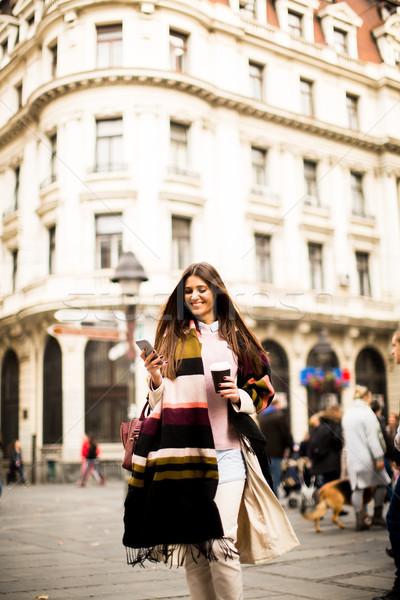Stockfoto: Mooie · jonge · vrouw · straat · najaar · dag · koffiekopje