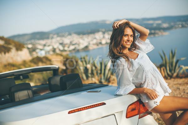 Güzel genç kadın beyaz kabriyole araba sahil Stok fotoğraf © boggy