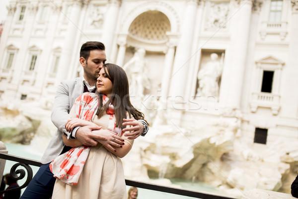 Turist çift seyahat trevi Çeşmesi Roma İtalya Stok fotoğraf © boggy