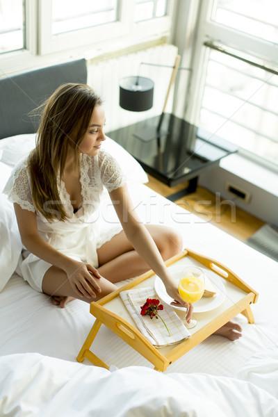 Colazione letto giovani bella donna donna Foto d'archivio © boggy