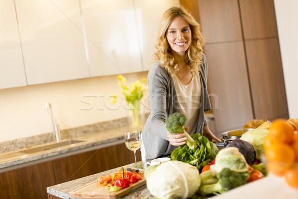 современных кухне женщину продовольствие Сток-фото © boggy