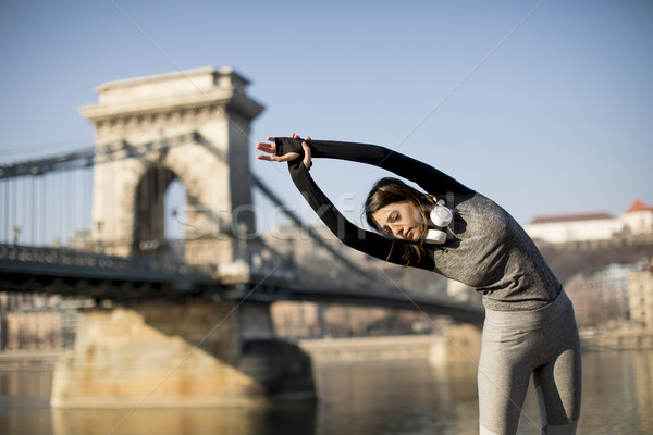 Stock fotó: Nő · sportruha · nyújtás · Duna · folyó · promenád