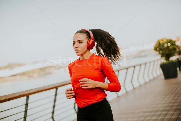 Stockfoto: Actief · jonge · mooie · vrouw · lopen · promenade