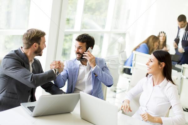 チーム作り 現代 オフィス 表示 小さな ビジネスの方々 ストックフォト © boggy