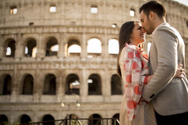 Liefhebbend paar colosseum Rome Italië liefde Stockfoto © boggy