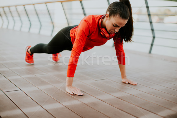 Stockfoto: Vrouw · plank · promenade · lopen · jonge · vrouw · ochtend