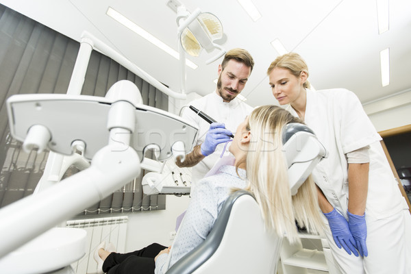 Fogászati kezelés fogorvosi rendelő fiatal nő arc boldog Stock fotó © boggy