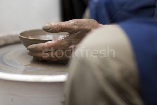 Művész agyag cserépedények pörgés kerék közelkép Stock fotó © boggy