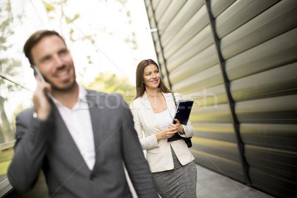Iş çift yürüyüş açık ofis binası genç Stok fotoğraf © boggy