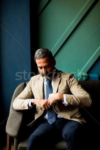 ハンサム ビジネスマン 座って ロビー 肖像 スーツ ストックフォト © boggy