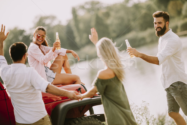 Stockfoto: Jongeren · auto · rivier · vier · natuur