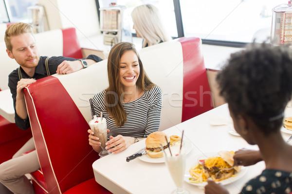 Arkadaşlar yeme lokanta görmek Stok fotoğraf © boggy