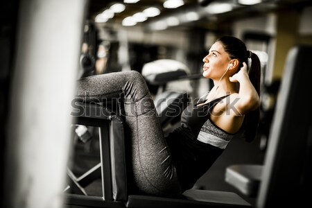Jeune femme exercice gymnase femme sport fitness Photo stock © boggy