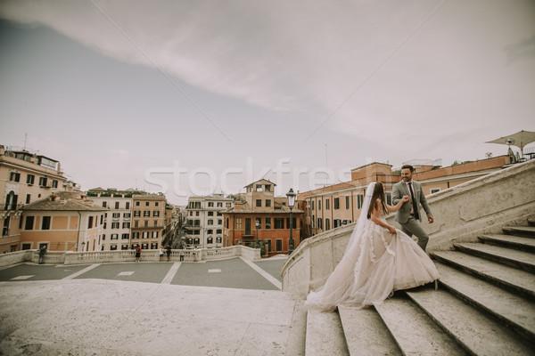 Jóvenes boda Pareja espanol escaleras Roma Foto stock © boggy