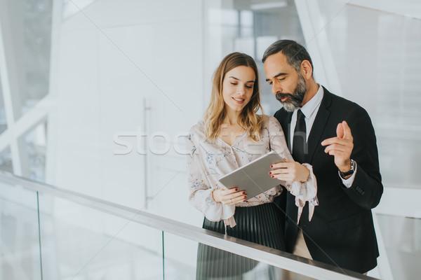 ビジネスマン 小さな 女性実業家 タブレット 肖像 ストックフォト © boggy