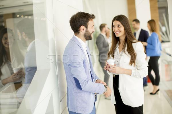 Sprechen jungen modernen Büro Business Stock foto © boggy