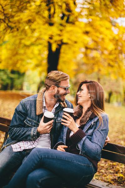 Pareja otono parque jóvenes amoroso banco Foto stock © boggy