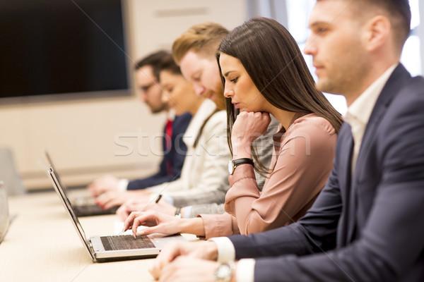 üzletemberek dolgozik modern iroda üzlet nők Stock fotó © boggy