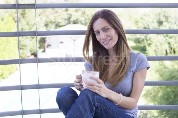 Jonge vrouw koffie terras vrouw licht zomer Stockfoto © boggy