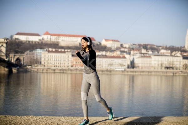Femme courir danube rivière promenade Photo stock © boggy
