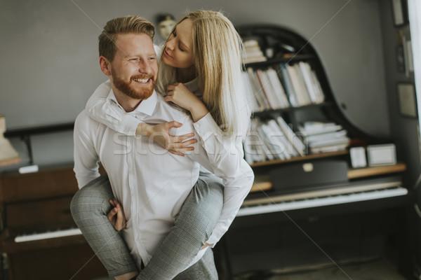 Kochający para całując pokój szczęśliwy kobieta Zdjęcia stock © boggy