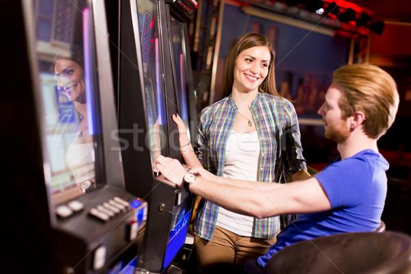 Fiatal pér játékautomata kaszinó nő férfi boldog Stock fotó © boggy