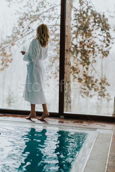 Stockfoto: Mooie · jonge · vrouw · permanente · zwembad · water · vrouwen