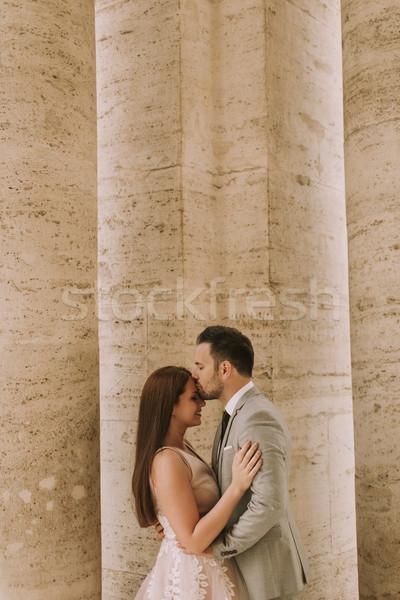 Jonge onlangs echtpaar poseren Rome mooie Stockfoto © boggy