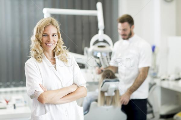 Fogorvosi rendelő fiatal nő fogászati kezelés nő boldog Stock fotó © boggy