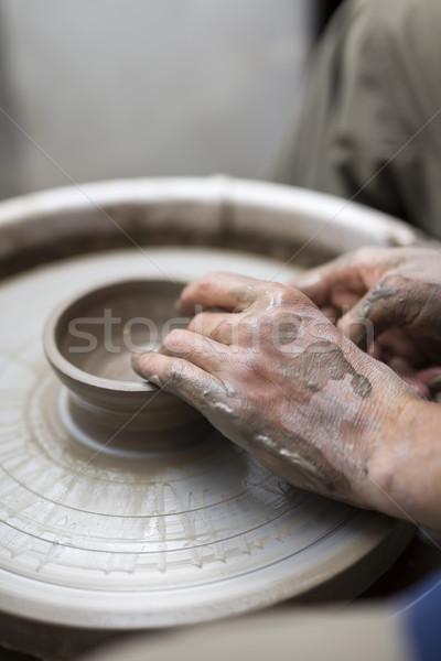 Erkek sanatçı kil çanak çömlek dönüş tekerlek Stok fotoğraf © boggy